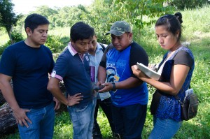 Manual Arana teaches villagers how to use a clinometer to estimate the height of trees.
